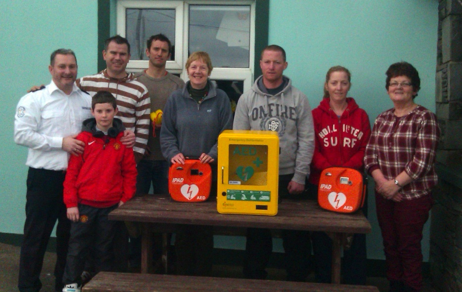 Members of the Maharees Community, Castlegregory, Co. Kerry pictured with their new IPAD AED